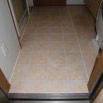 脱衣室床工事 シート貼り床からタイル貼りへ