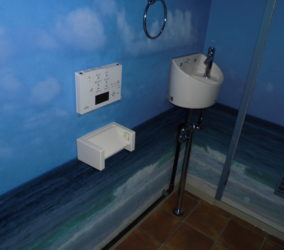 事務所トイレ改修 クロス張付け工事