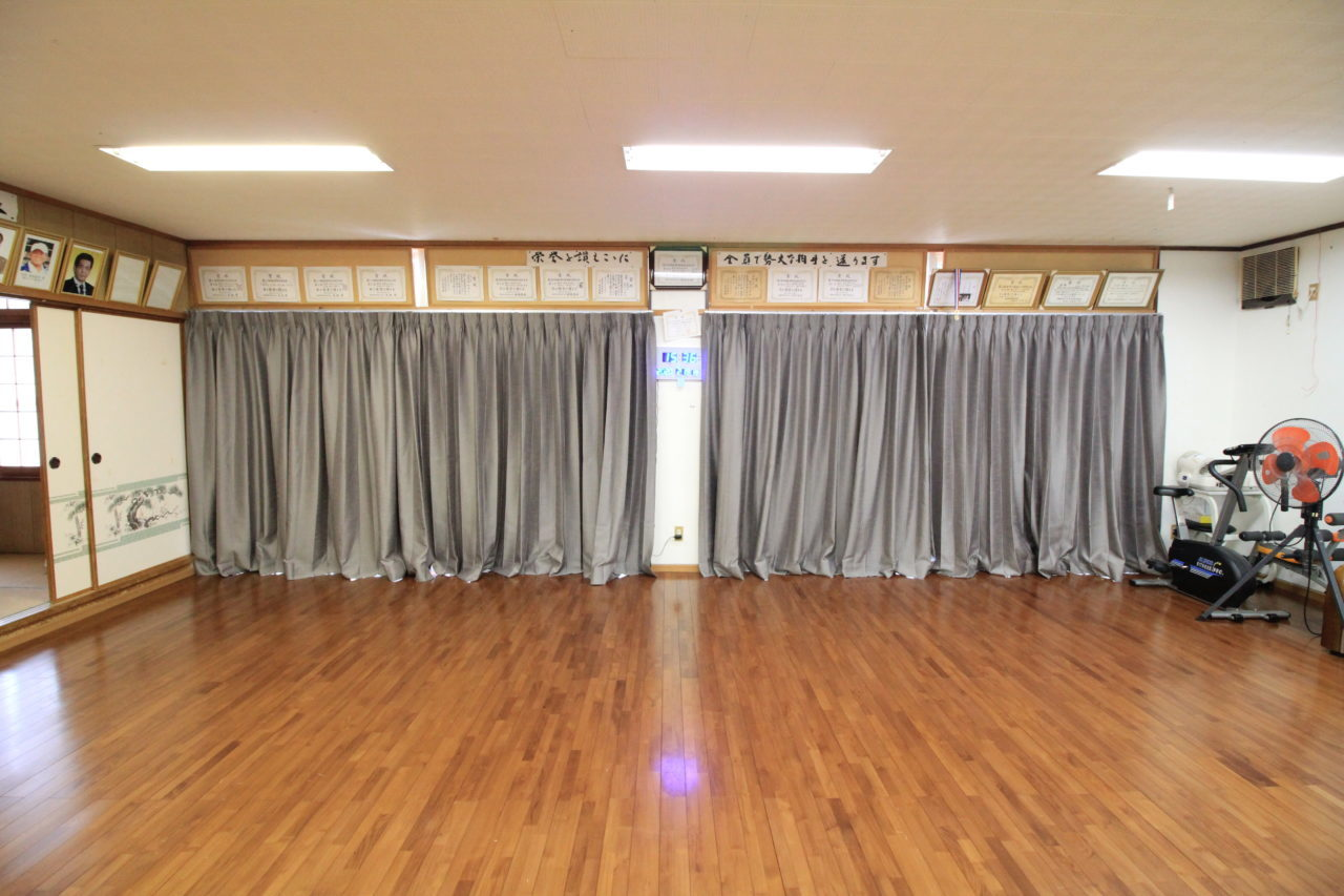 沖縄 リフォーム リノベーション カーテン設置&便座の取り替えリフォーム 集会所