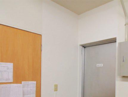 壁のひび After