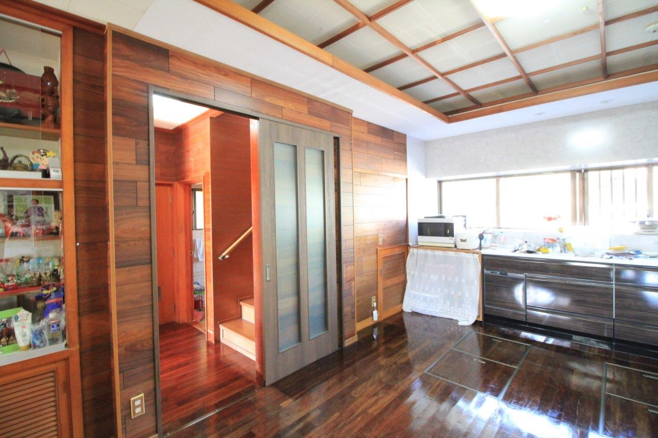 沖縄 リフォーム アパート 床 キッチン 収納