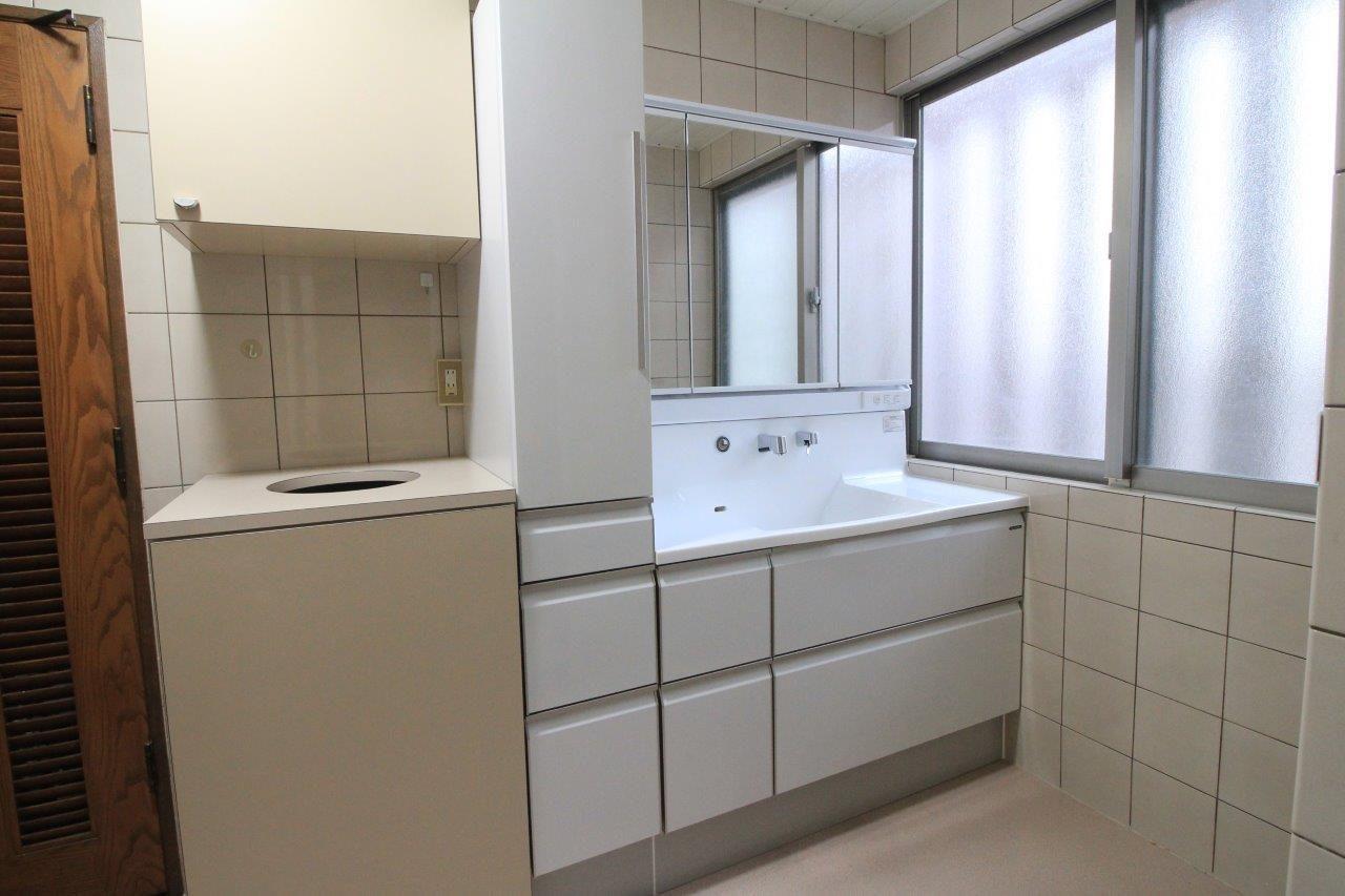 洗面化粧台の取替え 沖縄 リフォーム