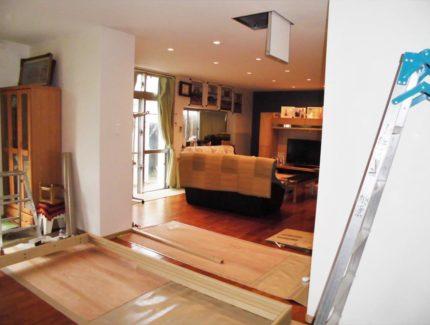 Before 仕切り壁とドアの設置リフォーム
