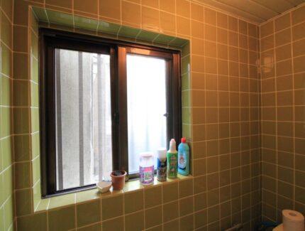 Before 窓と壁面