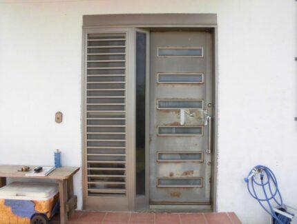 Before 玄関ドアの取替え